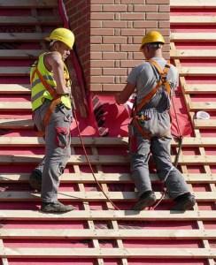 Beim Dachdecken ist Lattenknecht ein unverzichtbares Werkzeug